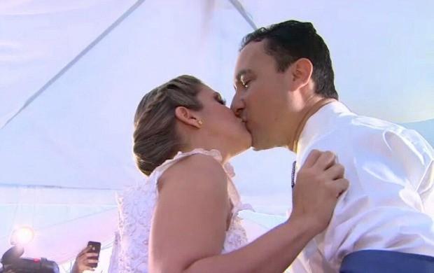 Casal concretiza matrimônio em três atos (Foto: Reprodução/ Bom Dia Brasil)