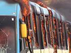 Ônibus voltam a fazer trajeto antigo após protesto, em Goiânia