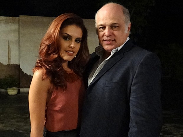 Jayme é só elogios a Paloma (Foto: Salve Jorge/TV Globo)