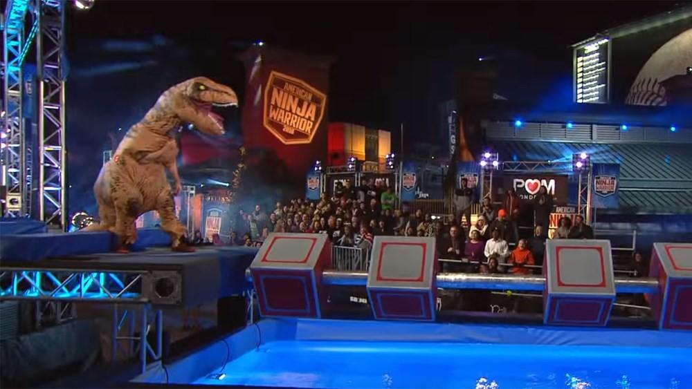 T-Rex se prepara para vencer o circuito (Foto: Reprodução / Youtube)