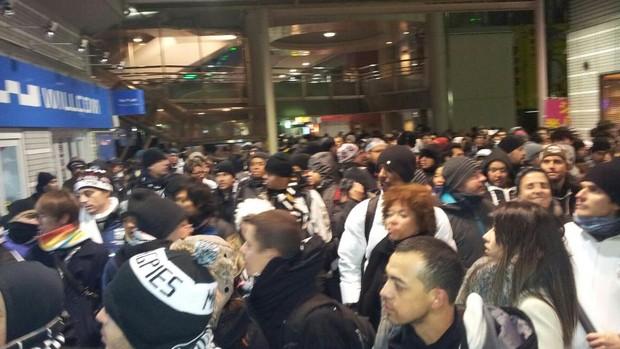 Torcedores mogianos no metro a caminho do jogo da semifinal (Foto: Divulgação)