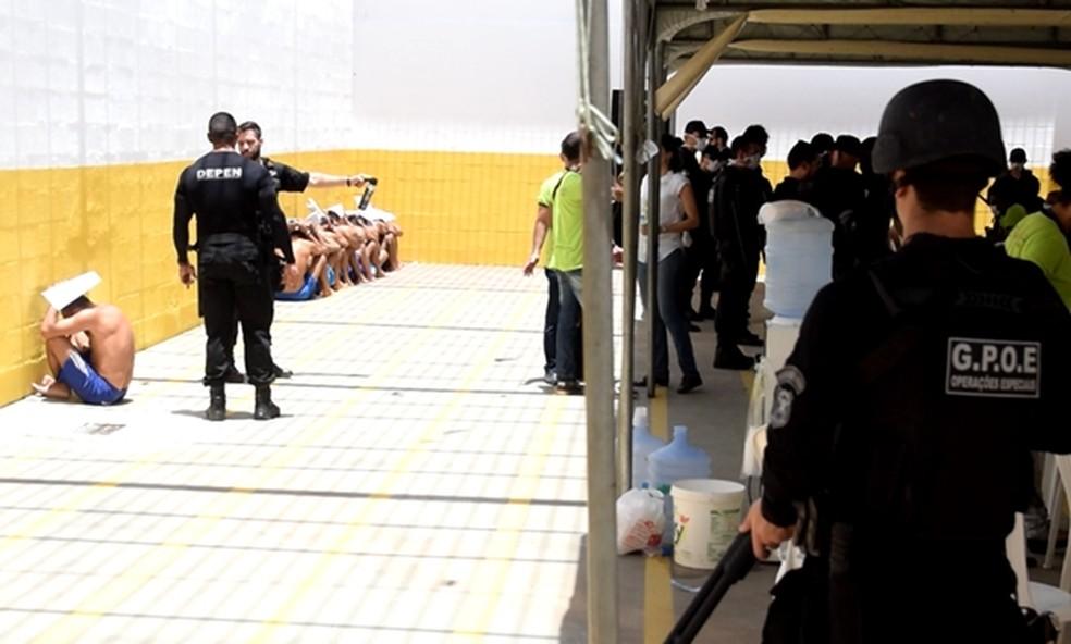 Agentes penitenciários federais deverão permanecer por pelo menos mais 30 dias em Alcaçuz (Foto: Thyago Macedo/G1)