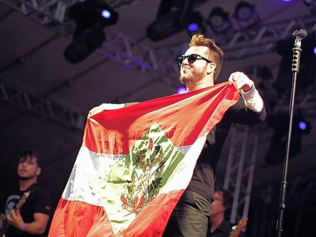 2c74fde73e Banda Santograau levantou bandeira de SC durante show (Foto  Vanessa  Bochi Divulgação)