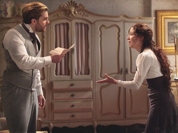 Edgar acredita que Laura lhe escondeu a carta por maldade (Foto: Lado a Lado/Tv Globo)