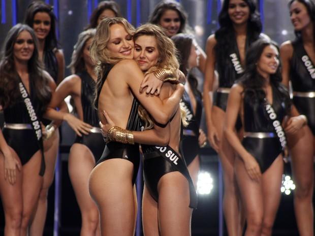 Sabrina Meyer e Marthina Brandt na final do Miss Brasil 2015 em São Paulo (Foto: Celso Tavares/ EGO)