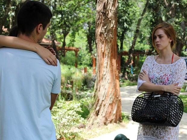 Gaby fica arrasada ao presenciar cena. Será apenas um sonho? (Foto: Rodrigo Dau/Gshow)