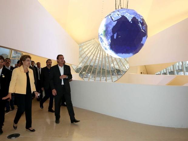 Dilma visitou o Museu do Amanhã ao lado de Paes, Pezão e outras autoridades (Foto: Beth Santos / Prefeitura do Rio)