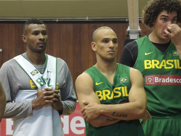 Leandrinho Alex Garcia Varejão seleção brasileira basquete (Foto: David Abramvezt)