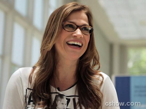 Gianne Carvalho é a primeira entrevistada (Foto: Amor à Vida/TV Globo)