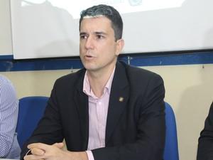O Secretário Executivo de Defesa Social, Rodrigos Bastos participou da coletiva (Foto: Taisa Alencar / G1)
