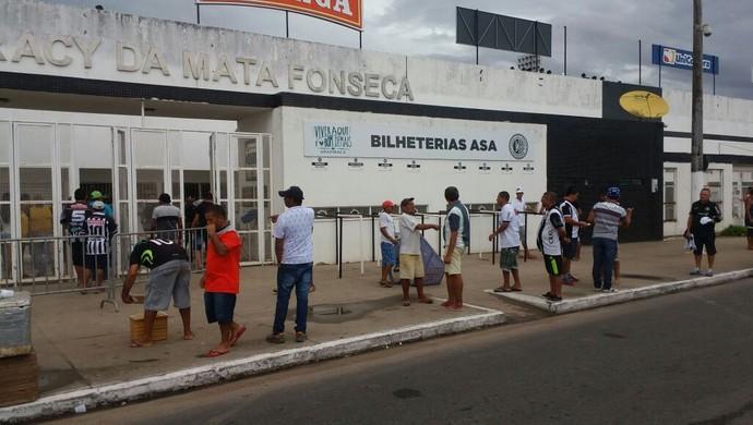 Torcedores no Coaracy da Mata Fonseca (Foto: Augusto Oliveira/GloboEsporte.com)
