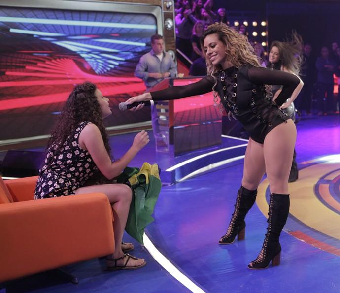 Shayna participou do show e soltou a voz no 'Caldeirão' (Foto: Inácio Moraes / Gshow)