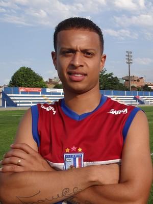 Lucas Surcin não nega semelhança ao pai, o meia Marcelinho Carioca (Foto: Malu Veiga)