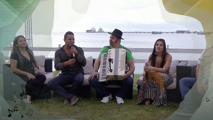 Ao redor da sanfona, a festa acontece com muitos sucessos nordestinos. (Foto: TV Verdes Mares)
