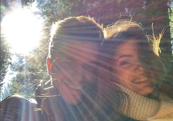 Camila Queiroz parabenizou Klebber Toledo (Foto: Instagram/Reprodução)