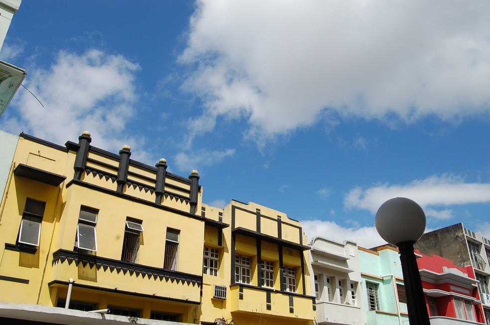 Rua  Maciel Pinheiro é um dos exemplos de aplicação da Art Decó na arquitetura de Campina Grande (Foto: Ligia Coeli/G1/Arquivo)