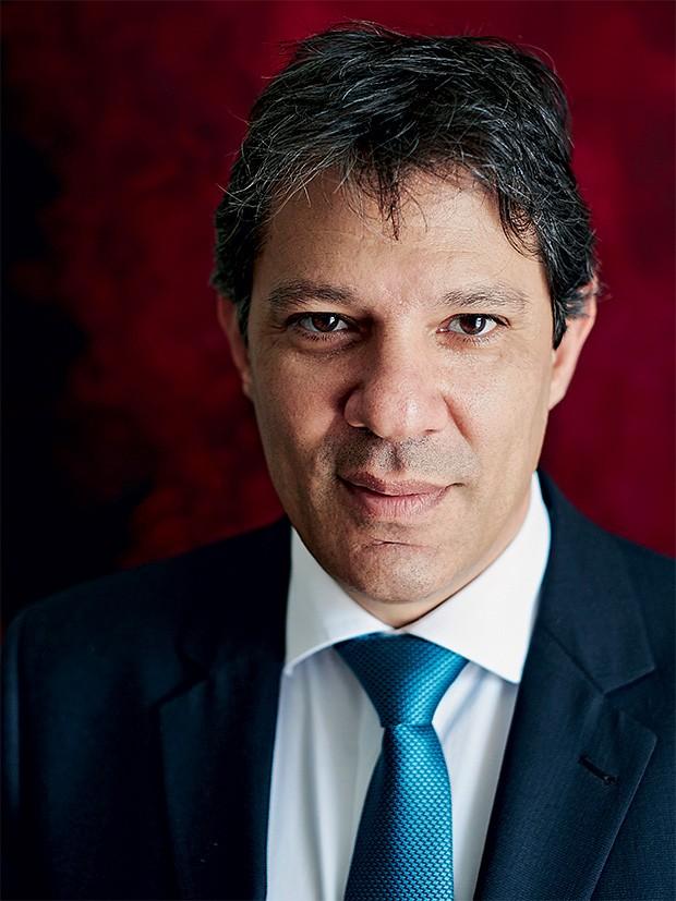 """SEM MÁGICA Fernando Haddad em seu gabinete.  Para ele, prefeito não tem """"varinha de condão"""" (Foto: Victor Affaro/ÉPOCA)"""