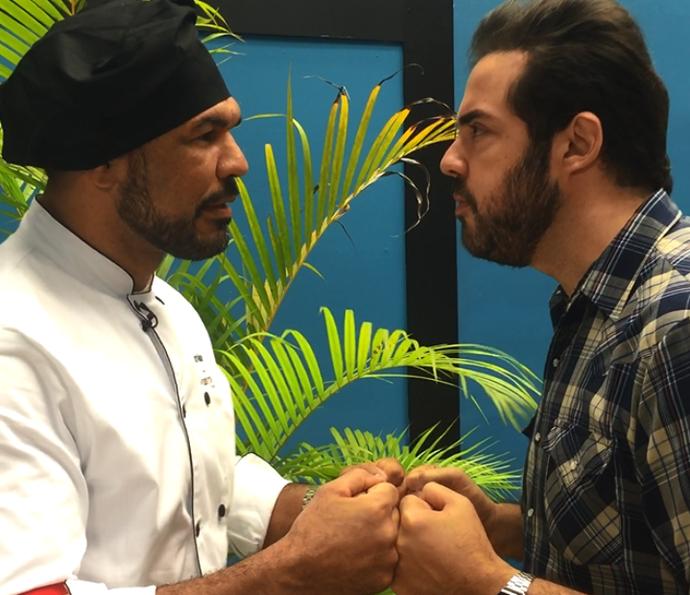 Minotauro e Ceylão brincam nos bastidores do Super Chef 2016 (Foto: Renata Viot/Gshow)