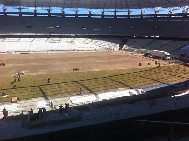 Castelão começa a receber gramado (Foto: Divulgação/Secopa)