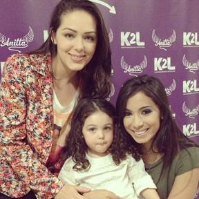 Tânia Mara e a filha, Maysa, com Anitta (Foto: Instagram/ Reprodução)