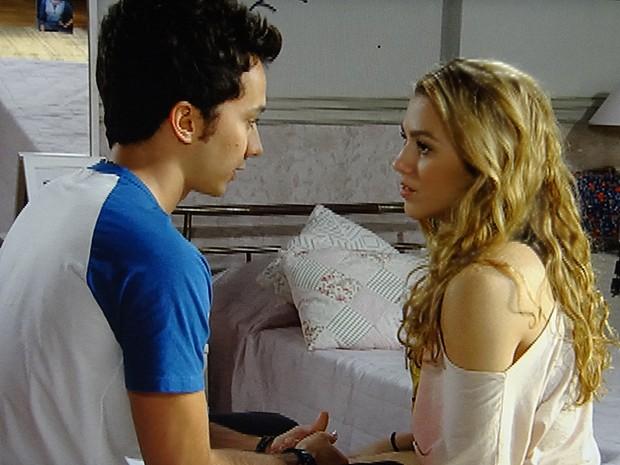 Ben quer que Meg tenha o bebê perto dele, no Brasil (Foto: Malhação / TV Globo)