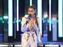 Gigi Hadid usa look decotado em prêmio de música no Canadá