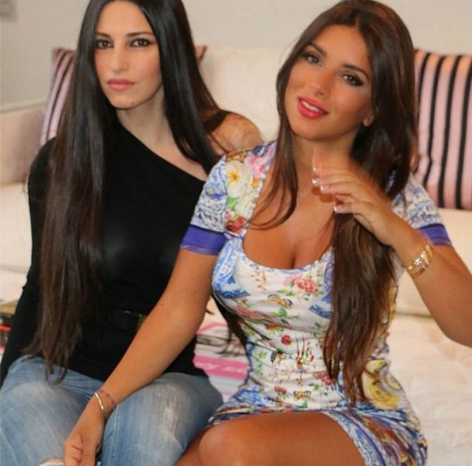 Daniella Semaan aparece de vestido curto ao lado de amiga (Foto: Reprodução)