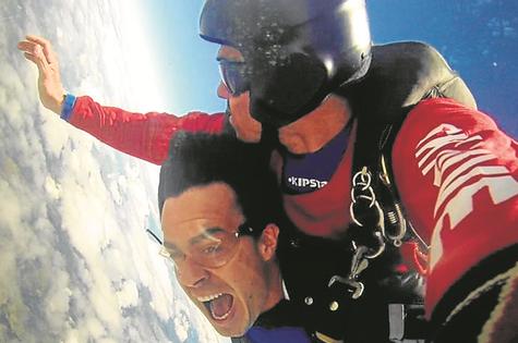 Erom Cordeiro saltou de paraquedas  (Foto: Arquivo pessoal)