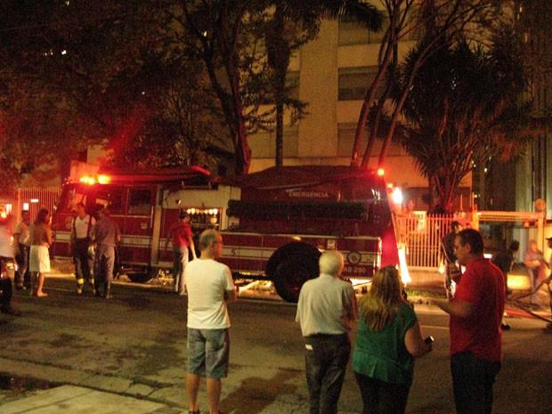 Frente do edifício na rua São Carlos do Pinhal, na região da Paulista, onde ocorreu um indêncio em 9 de dezembro de 2012; o apartamento estava vazio, segundo o Corpo de Bombeiros (Foto: Cauê Muraro/G1)