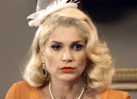 Sandra desconfia que Candinho seja o pai do bebê de Filomena