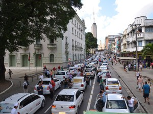 Cerca de 300 taxistas participaram da mobilização, segundo o sindicato da categoria (Foto: Walter Paparazzo/G1)