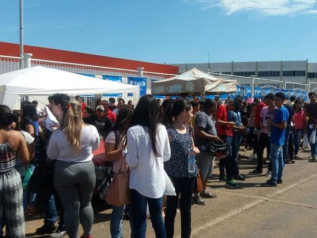 Rio Branco - (AC) Candidatos aguardam abertura de portões em Rio Branco (Foto: Iryá Rodrigues/G1)