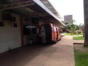 Jovem foi encaminhado ao Pronto Socorro de Macapá (Foto: John Pacheco/G1)