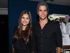 Jessika Alves vai com o namorado ao teatro em São Paulo