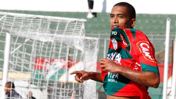 Luis Ricardo gol Portuguesa (Foto: Ale Vianna / Ag. Estado)