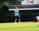 Thiago Ribeiro volta a treinar, sente incômodo na coxa e deixa gramado