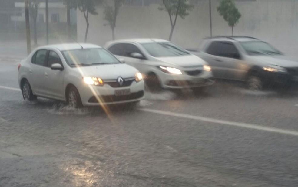 Chuva forte na Zona Norte de SP (Foto: Tatiana Santiago/G1)