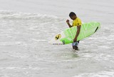 Elivelton Santos est� a uma bateria da final do Mundial de Surfe no Equador
