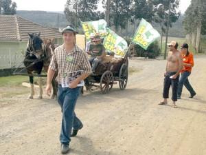 Candidato utilizou carroça durante a campanha (Foto: Arquivo Pessoal)