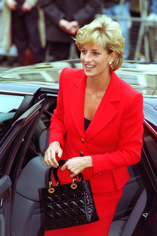 A Princesa Diana com sua bolsa Lady Dior (Foto: Reprodução)