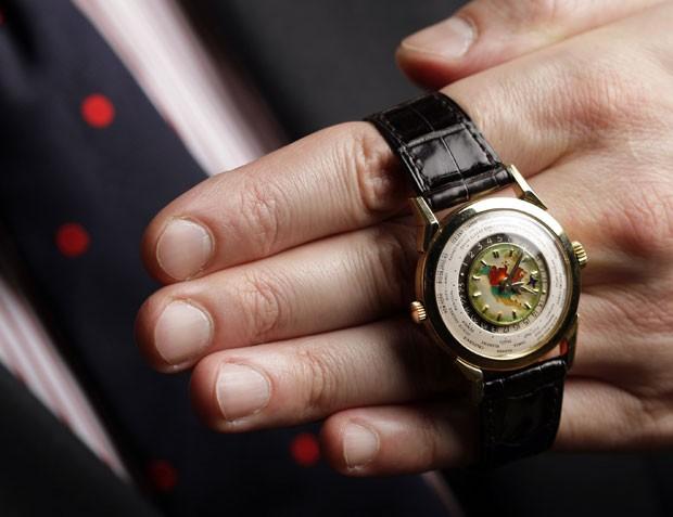 b71337cf592 Relógio de pulso da Patek Philippe leiloado em Genebra (Foto  Valentin  Flauraud Reuters
