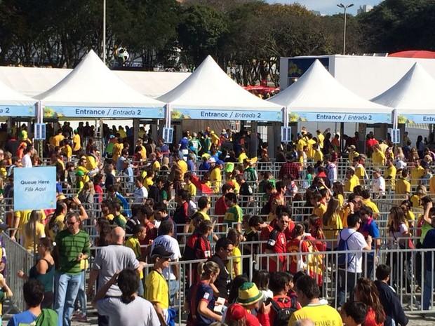 Juizado do Torcedor registrou cinco ocorrências envolvendo torcedores na Arena da Baixada, no jogo entre Austrália e Espanha (Foto: Fernando Araújo/ G1)