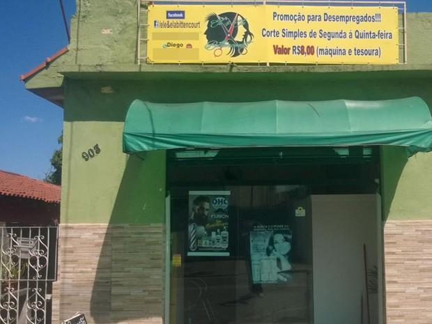 Salão de Suzano oferece preço especial de cortes de cabelo para desempregados (Foto: Diego Bittencourt/ Arquivo Pessoal)