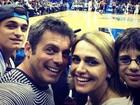 Luigi Baricelli assiste a jogo de basquete com a família nos EUA