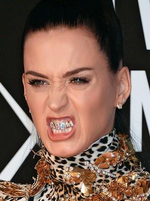 Ostentao at os dentes poca vida katy perry a cantora exibe seu modelo na premiao da mtv americana os dentes chamaram altavistaventures Image collections