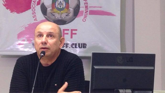 Carlos Alberto de Souza Professor Neco Associação Gaúcha de Futebol Feminino presidente (Foto: Beto Azambuja / GloboEsporte.com)