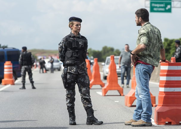 Jeiza para o caminhoneiro Zeca na estrada por suspeita de tráfico de droga (Foto: Globo/Estevam Avellar)