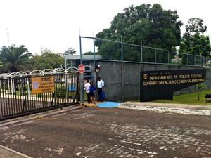 Sede da Polícia Federal no Amazonas não teve expediente nesta quinta-feira (20) (Foto: Suelen Gonçalves/G1 AM)