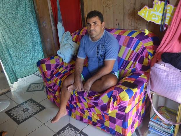 Joaquim precisa fazer tratamento em Rio Branco e reclama da demora (Foto: Adelcimar Carvalho/G1)