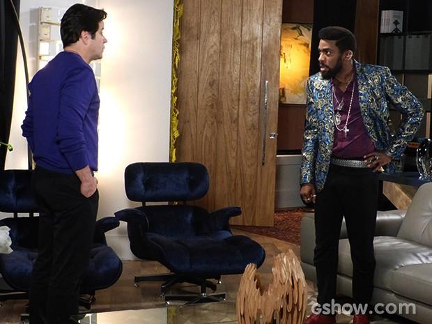 Jonas conta para Brian que foi obrigado a ceder à pressão de Gláucia (Foto: Geração Brasil / TV Globo)